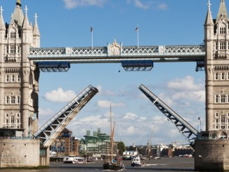 tower-bridge-geoeffnet