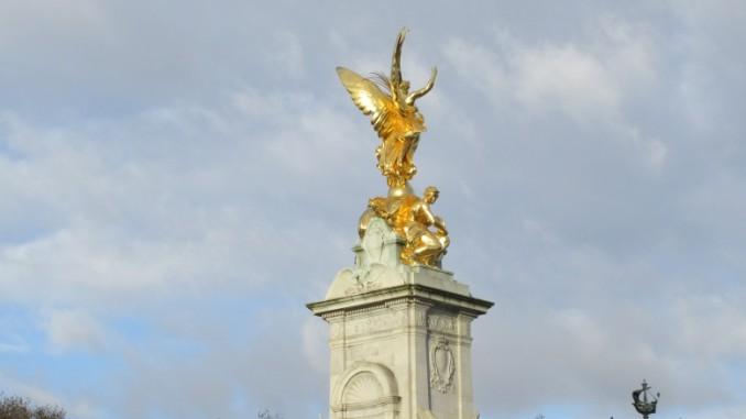 queen-victoria-memorial-london