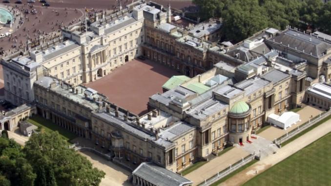 buckingham palace in london und besichtigung. Black Bedroom Furniture Sets. Home Design Ideas