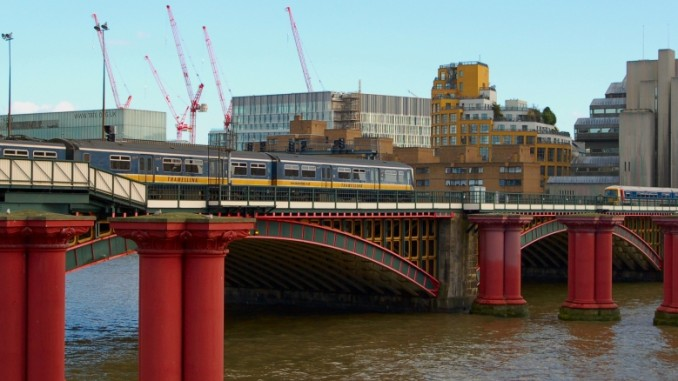 bahnhof-city-thameslink-london